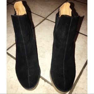 Ecote black suede ankle boot size 7